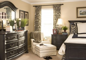 bedroom-interior-design_black-cream-and-green_damask-print-window-treatment